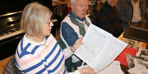 Ingrid och Torgny Åberg har har hittat många artiklar från rättegångarna mot prins Carl och Berl gutenberg.