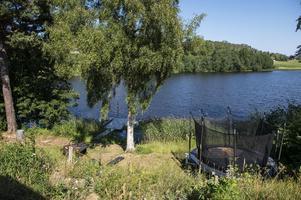 Huset byggdes på 1930-talet och ägarna som bodde där fram tills 1960-talet vann ett pris för Norrlands vackraste villaträdgård.