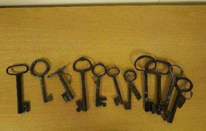 Flera äldre nycklar finns bland de beslagtagna föremålen.
