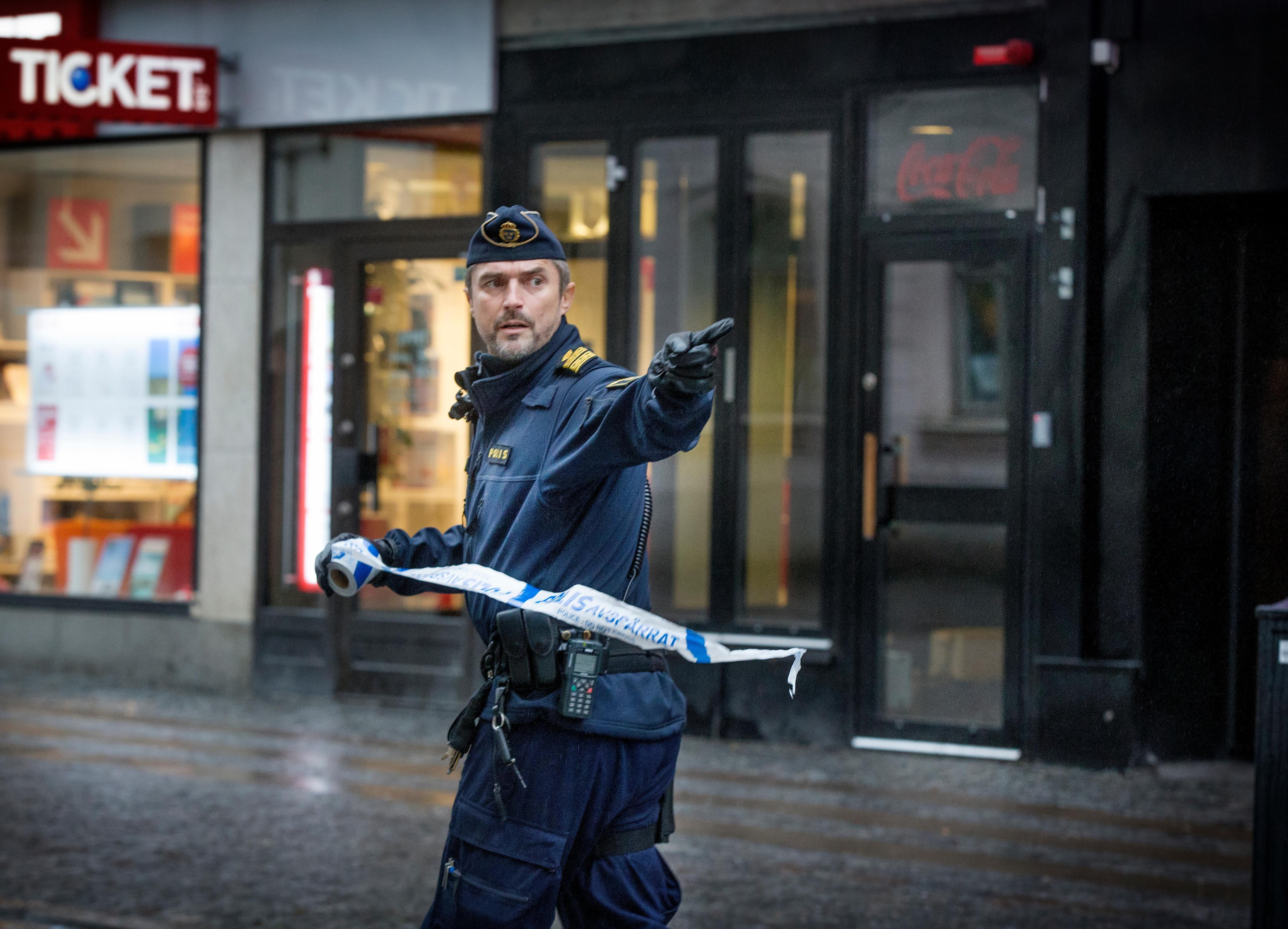 Skottlossning vid ran mot butik