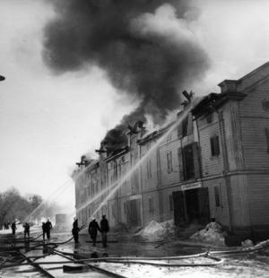 1952 brinner ett av de tre hamnmagasinen ner till grunden.  I dag finns två kvar.