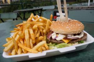 Hamburgertallrik på Gideonsbergsgrillen