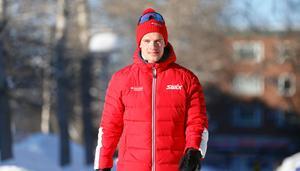 Oskar kardin på promenad hemma i Östersund. På söndag är han i Mora och med en enda sak i sikte att vinna årets upplaga av Vasaloppet.