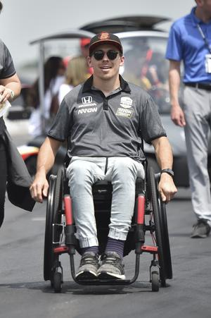 Robert Wickens i depån under en av tidsträningarna inför Indy 500. Foto: Chris Owens/Indycar