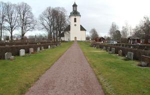 Sommarens oklippta gravar på kyrkogården i Gagnefs kyrkby blev droppen för Gagnefsbon som nu lämnar Svenska kyrkan.