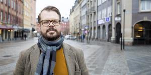 Arkitekten Erik Werner är som de flest i hans skrå intresserad av estetik. För fotograferingen har han tagit på sig en tröja med samma färg som Grand central-bygget.