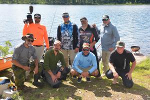 Filmteamet från USA tillsammans med fiskare från Polen, Spanien och Sverige, och är representanter från Jackson Kayak,  som ska fånga kajakfisket i Dalarna.