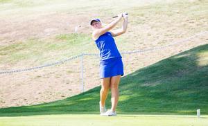 Isabelle Johansson slår ut på första rundan.