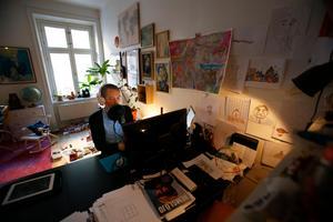 Kalle Carmback har ett heltidsjobb som filmproducent, men lägger all sin lediga tid på podden