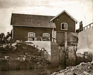 Foto: Härjeåns arkiv.Kvarnforsens kraftstation under 1920-talet.