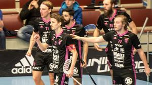 Emil Johansson jublar efter sitt viktiga 3–3-mål i matchen mot Linköping.