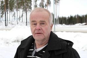 Den lokala handeln är redan hårt pressad av näthandeln, säger Jan Karlsson (C) som befarar att höga p-avgifter skulle få ännu fler att nobba Ludvikas butiker till förmån för exempelvis handelsområdena i Borlänge.