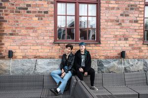 Nästa år kommer ett debutalbum med indiepop-bandet Raketklubben. Linn Grins och Paulina Hjertton.