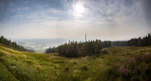 I vanliga fall går det att se flera mil från toppen av Bolleberget i Bollnäs. Under torsdagen låg en rökdimma och skymde sikten.