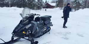 Kriminaltekniker var på plats i mars för att säkra bevis vid sjön Amungen.