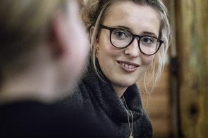 Emma Svensson har en lekfull syn på låtskrivande.