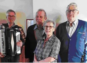 Ingrid och Hasse Söderberg berättade om sina resor till Lettland på RPG Nordanstigs månadsmöte. Läsarbild.