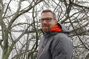 – Fler pendlare kan ställa bilen om det blir möjligt att cykla till Köping den här vägen, säger Jonas Gustafsson.