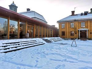 Geschwornergården uppges ha 180 sittplatser inne och 140 ute.