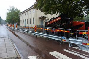 Här används den stulna borrmaskinen vid ett arbete utanför Strömsbro skola i Gävle. Bild: NDS