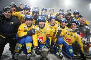 Sverige firar VM-guldet i Almaty 2012.