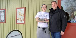 Fagerstaparet Camilla Larsson och Nick Westman är nya ägare till Håkans hembageri sedan snart en månad tillbaka.
