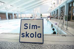Kommunstödd simskola i avskildhet för nyanlända kvinnor är en debatterad fråga. Bilden är tagen i ett annat sammanhang.Foto: Fredrik Sandberg/TT