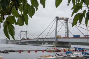 Under kvällen och natten mellan torsdag och fredag kommer Strömsundsbron att vara helt avstängd för biltrafik.