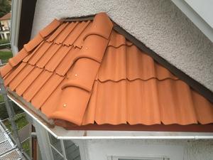 Många vinklar utmanade takarbetarna. Här är en färdig del av taket.
