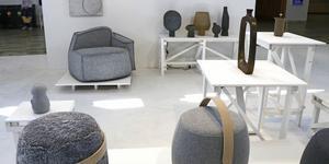 Trendspanaren Li Edelkoort var årets gästutställare på Formex. Här delar hennes minimalistiska utställning på temat sten.
