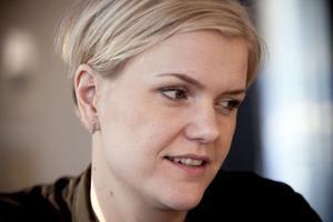 Anna Gidmark, mäklare på Länsförsäkringar fastighetsförmedling, sköter försäljningen av lägenheterna tillsammans med kollegan Caroline Nordling.