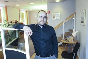 I genomsnitt besöks kontoret här i Grängesberg av cirka tio personer per dag, säger bankchefen Thomas Eriksson. I midsommarveckan stängs Grängeskontoret.