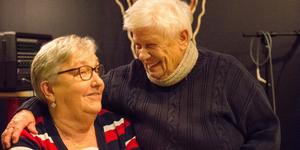 Irene Nilsson, 82, och Irene Johansson, 78, spelar alltid bingo på tisdagkvällarna i Scaniarinken.