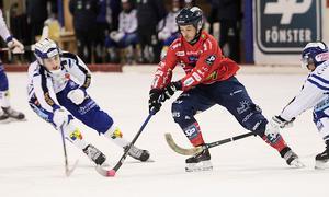 Hans Andersson har varit i prima form hela säsongen och extra drivande efter VM. Frågan är om Edsbyns vänsterhalv hittar några luckor i lördagens andra semifinal.