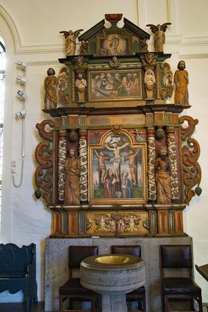 Altaruppsatsen i Ovanåkers kyrka som Måns Granlund tillverkade före altaruppsatsen till Hudiksvalls kyrka.