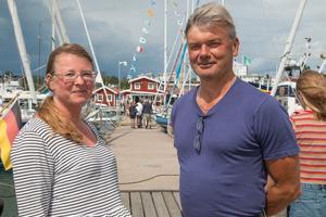 Desirée Widman och Anders Johansson säger att de tänker mycket på miljön och att deras miljöavtryck skulle vara större om de inte använde båten.