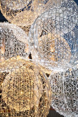 Bollgranen på Drottningtorget är gjord i Grekland.