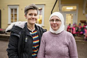 Maria hall och Rita Pöczes är kollegor på Källbackens förskola men har olika roller. Medan Maria fokuserar på det pedagogiska är Ritas uppgift att sköta mycket av det praktiska.