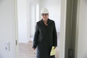 Elisabet Nises-Look berättar att 45 nya lägenheter har blivit uthyrda men att Leksands bostadskö inte blivit kortare.