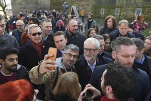 Jeremy Corbyns Labour har ökat de senaste månaderna innan valet. Foto: Joe Giddens/PA via AP