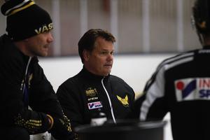 Lars Ivarsson och huvudtränare Thomas Paananen.