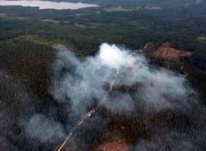 Branden vid Flögsjöberget i Vansbro kommun. Foto: Västerdalarnas Flygklubb
