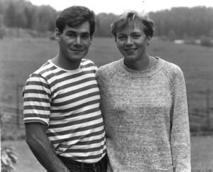 På 1980-talet tävlade Lars-Åke Hedlunds dotter Helena framgångsrikt i sjukamp och gifte sig med den amerikanske stavhopparen Greg Duplantis. Bilden på de två togs 1987 vid ett besök i Avesta.Foto: Jan Johansson