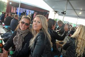 Camilla Sköld och Emelie Andersson såg fram emot kvällen.