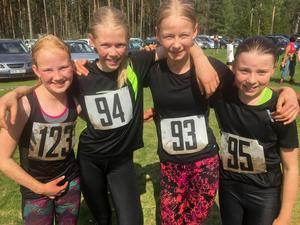 Jobbigt, men väldigt roligt tyckte de unga löparna Lina Persson, Meja Törnquist, Moa Törnquist och Maja Ogenklev om Grisrundan.