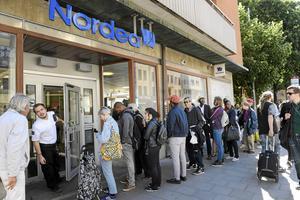 Det är för många dags för ett mer aktivt kundval och att vända sig till flera banker för olika tjänster. Janerik Henriksson / TT
