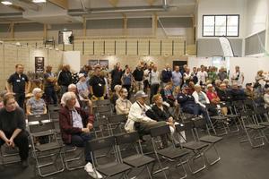 Omkring 70 personer närvarade när den nya sporthallen invigdes.