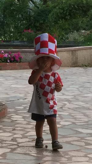 Även de allra yngsta kroaterna hejar på landslaget.