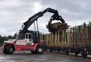 För första gången på 25 år sedan lastades ett  tågset med massaved på terminalen i Malungsfors.