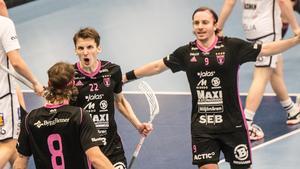 Emil Johansson och Alexander Galante Carlström måljublar efter mål av Jonas Adriansson.